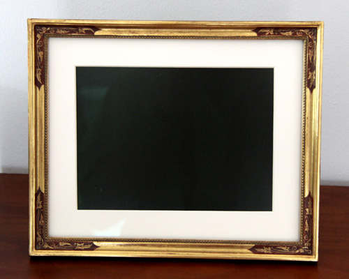 LCD- Fotodisplay mit klassicher Hohlprofilleiste Echtgold und Radierung